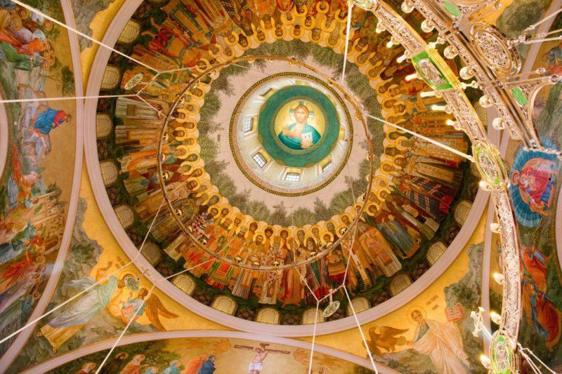 Ночная литургия в новоосвященном храме Сретенского монастыря