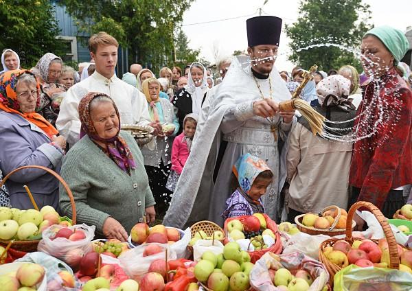 Освещение яблок на яблочном спасе