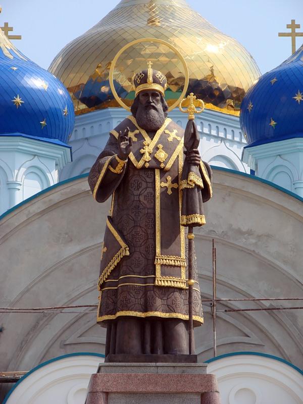 Задонск, Задонский Рождество-Богородицкий мужской монастырь, памятник святителю Тихону Задонскому