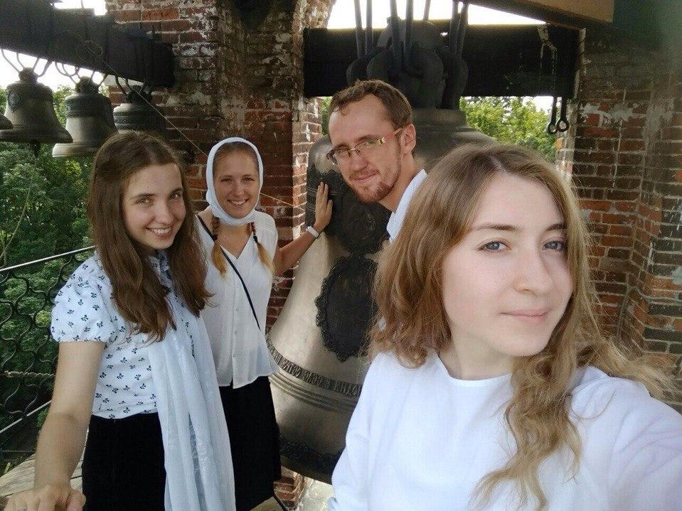 Певчие хора Православных Добровольцев