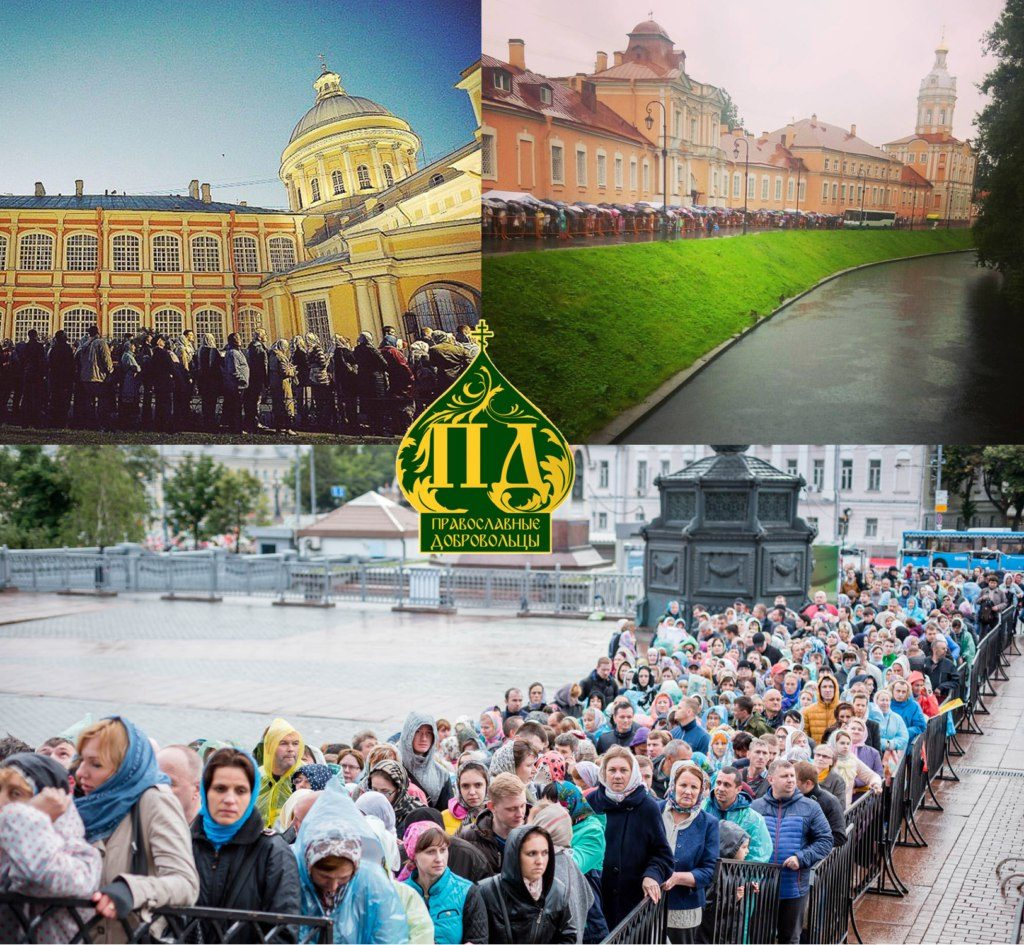 Верующие с просьбами к Святителю Николаю Чудотворцу в очередях в Москве и Санкт-Петербурге