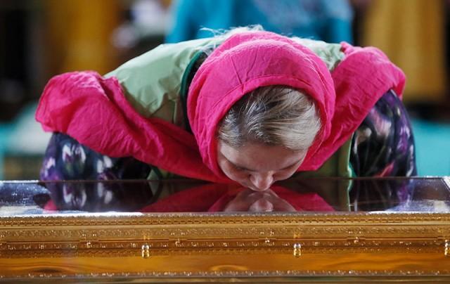 Ирина на дежурстве у мощей св. Николая Чудотворца
