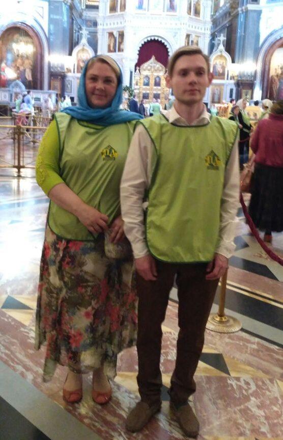 Ирина с сыном на дежурстве у мощей св. Николая Чудотворца