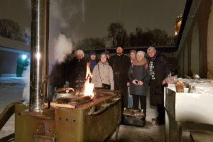 Православные добровольцы в очередной раз накормили бездомных людей