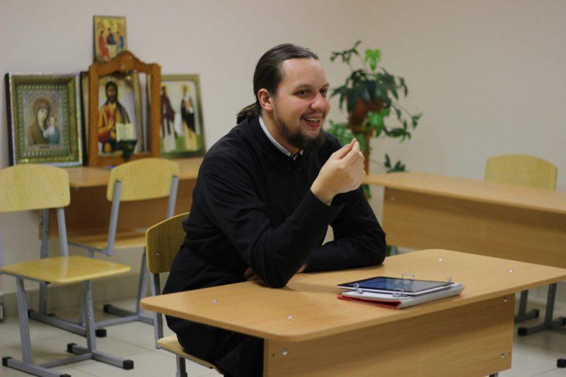 Диакон Игорь - ведущий Библейского клуба