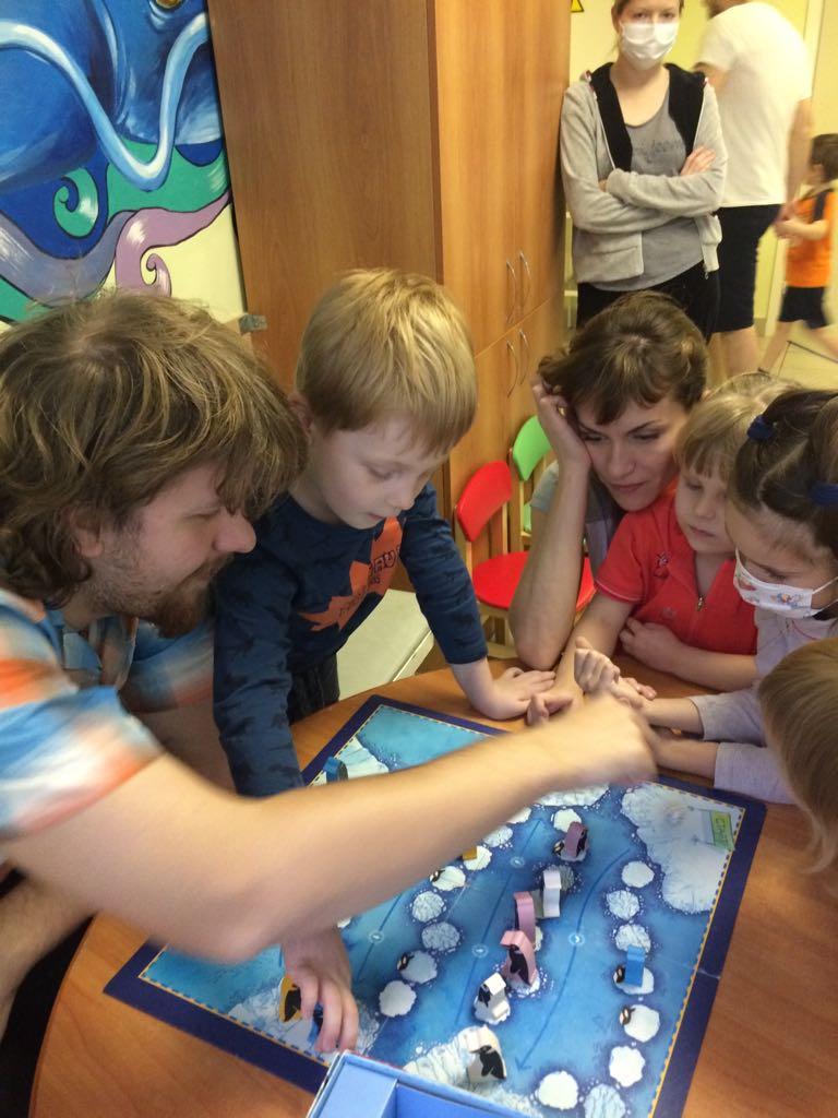 Игры с детьми в больнице св. Князя Владимира