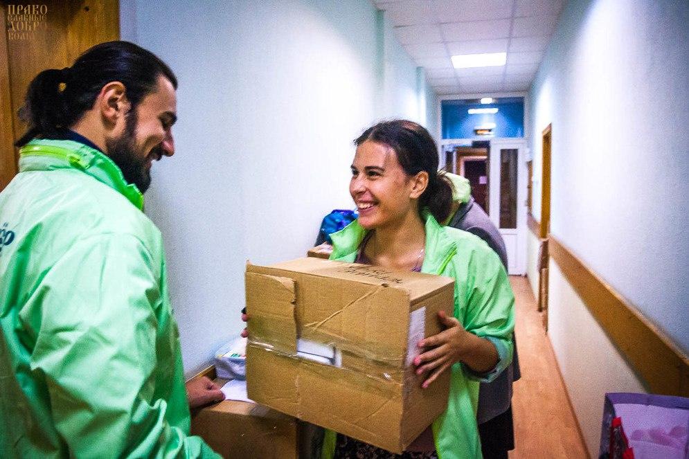 Помощь в погрузке гуманитарной помощи и уборке