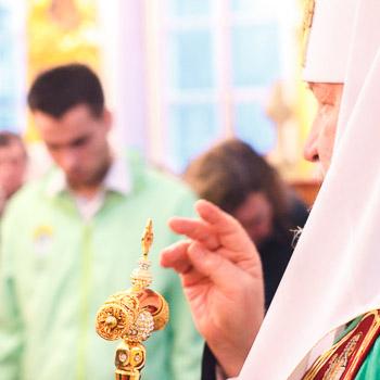 Богослужение в храме Успения Пресвятой Богородицы на Могильцах