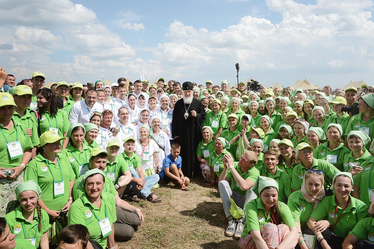 Не менее 10 тысяч волонтеров примет участие в организации принесения мощей