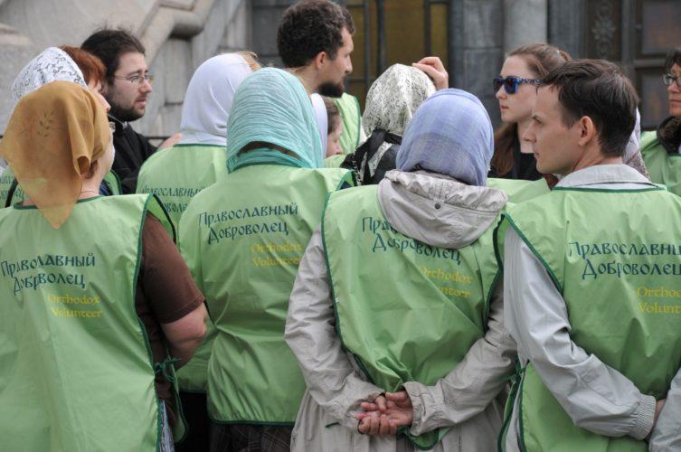 Дежурство добровольцев на принесении мощей святителя Николая Чудотворца в Москве (первая неделя)