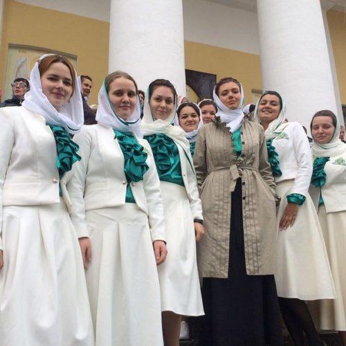 Православные добровольцы на  Патриаршем Богослужении в Нило-Столобенской пустыни