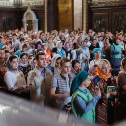 Молодежный молебен у мощей святителя Николая