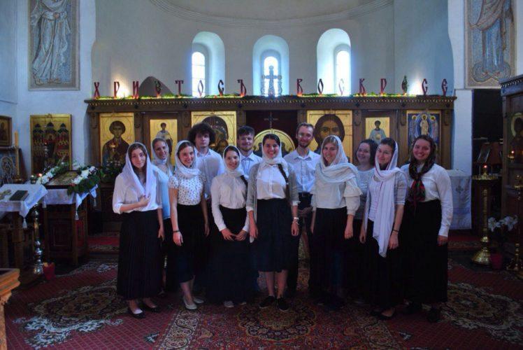 Первая полная архиерейская литургия хора Православных Добровольцев