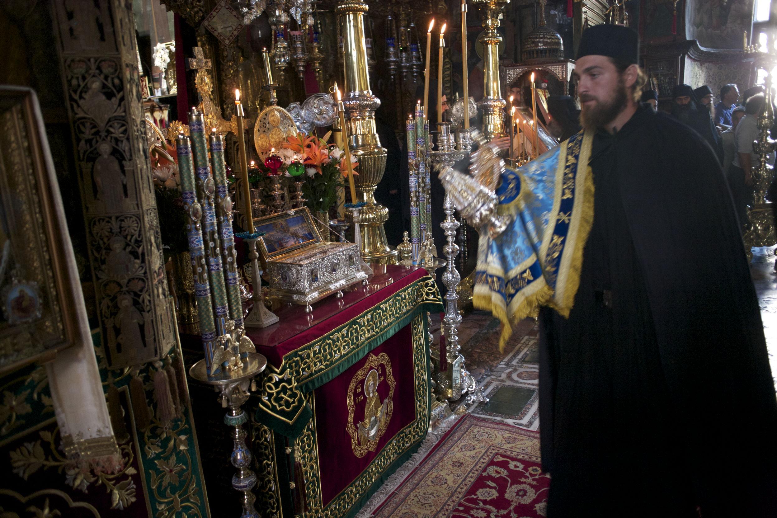 Картинки по запросу Положение честного пояса Пресвятой Богородицы в Константинопольском Влахернском храме было при императоре Аркадии (395-408).