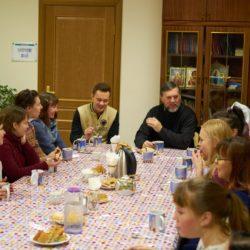 Военный священник в гостях у добровольцев