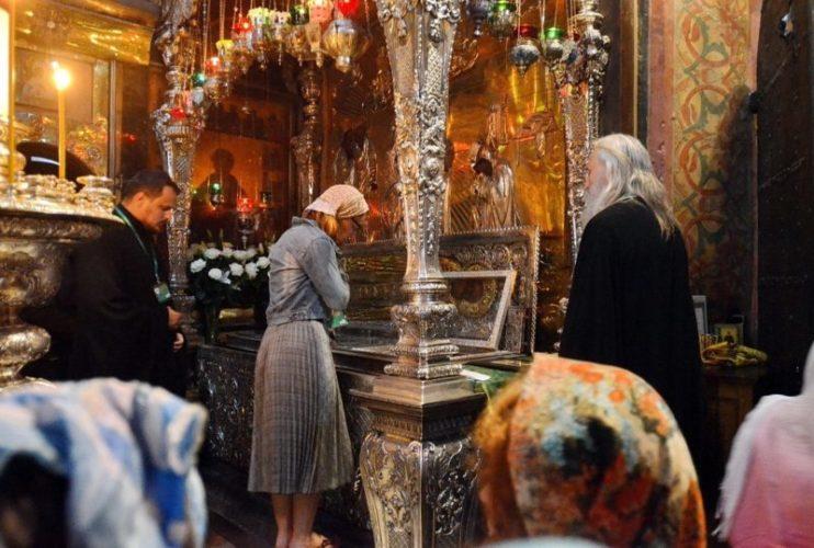 Добровольческий молебен возле мощей преподобного Сергия Радонежского в Троице-Сергиевой лавре