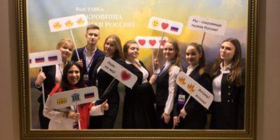 Требуется помощь на выставке «Сокровища музеев России»!